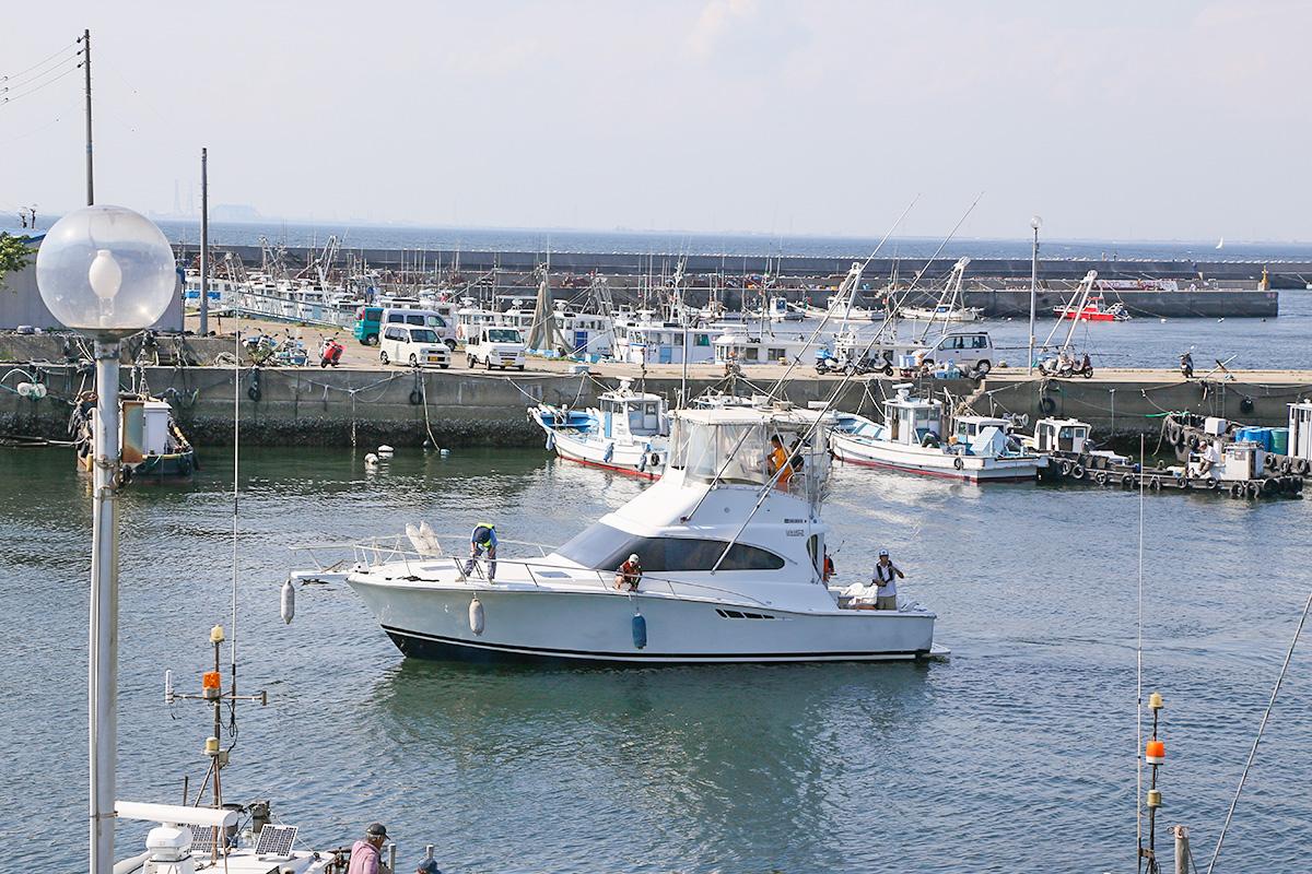 晴快荘のルーツ 日間賀島に入港