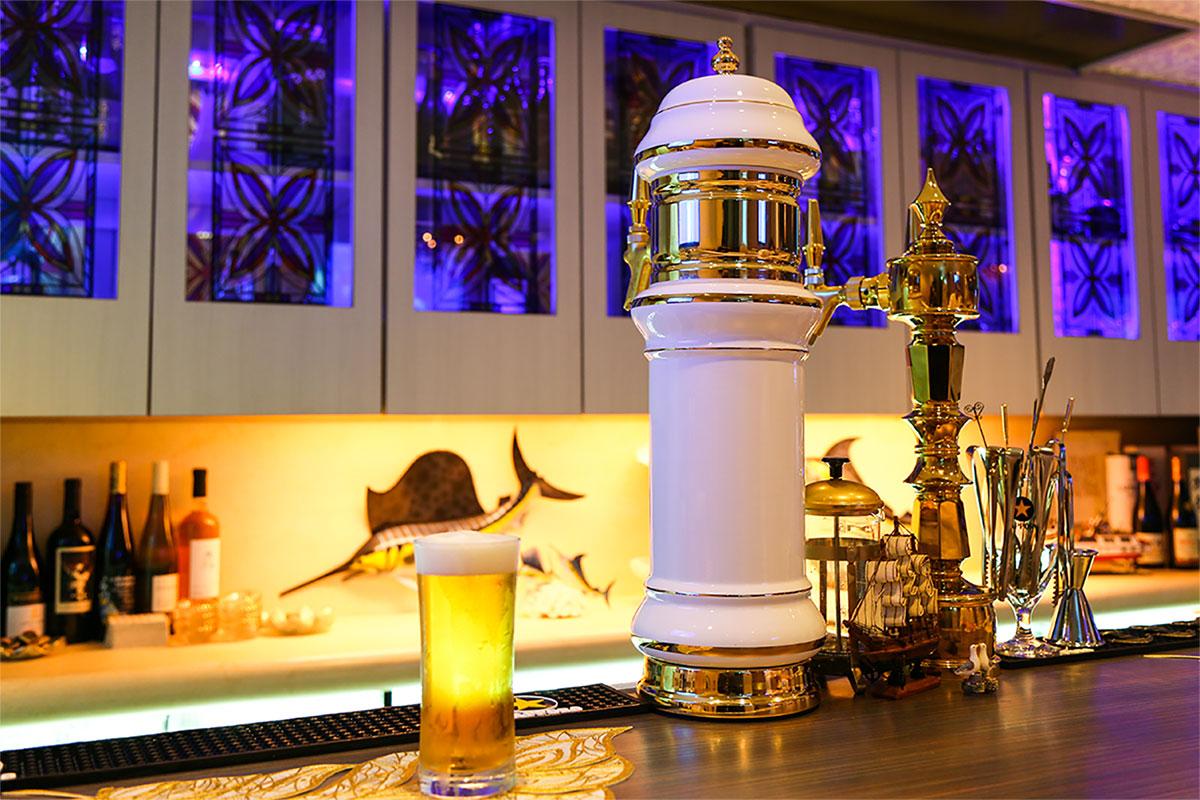 灯台をイメージした生ビールタワー